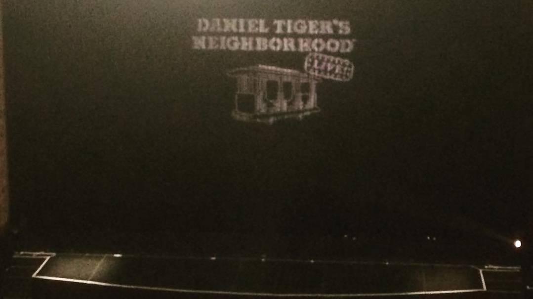 daniel-tiger-live-curtain