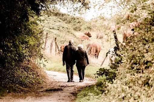 5 Ways to Help Aging Relatives