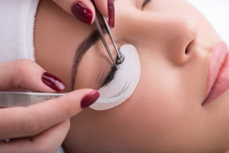 Reasons To Become a Lash Artist